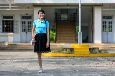 Nữ giáo viên tự tin với 'vết chân tròn' trên bục giảng